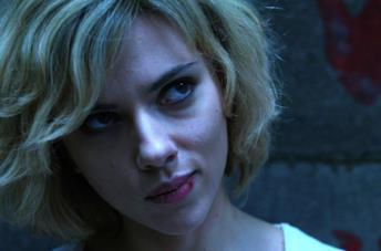 Scarlett Johansson in una scena di Lucy