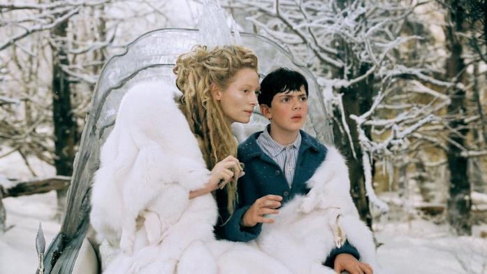 Edmund e la Strega Bianca in una scena del film