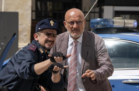 Cops - una banda di poliziotti: Claudio Bisio è un inconsueto commissario nella nuova commedia