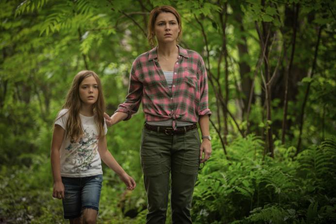 Ellie e Rachel nel bosco