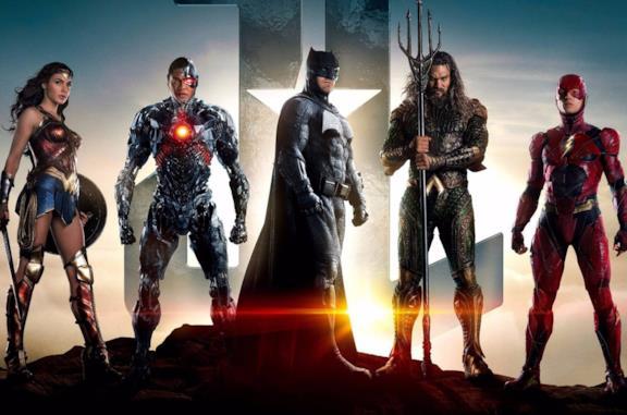 I membri della Justice League: Wonder Woman, Cyborg, Batman, Aquaman, Flash