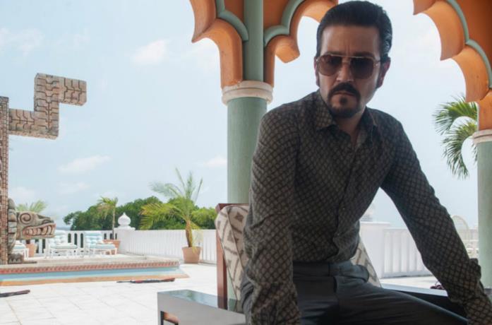 Un'immagine di Diego Luna in Narcos: Messico
