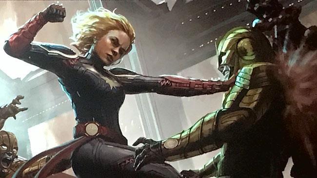 Captain Marvel tira un pugno a uno Skrull