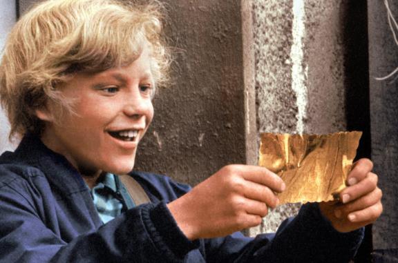 Charlie vince il biglietto dorato per visitare la Fabbrica di cioccolato