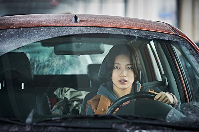 Un primo piano di Bae Suzy in una scena di Ashfall