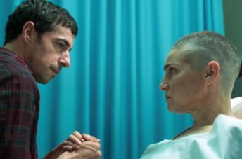 Esteban Lamothe e Valeria Bertuccelli in una scena del film