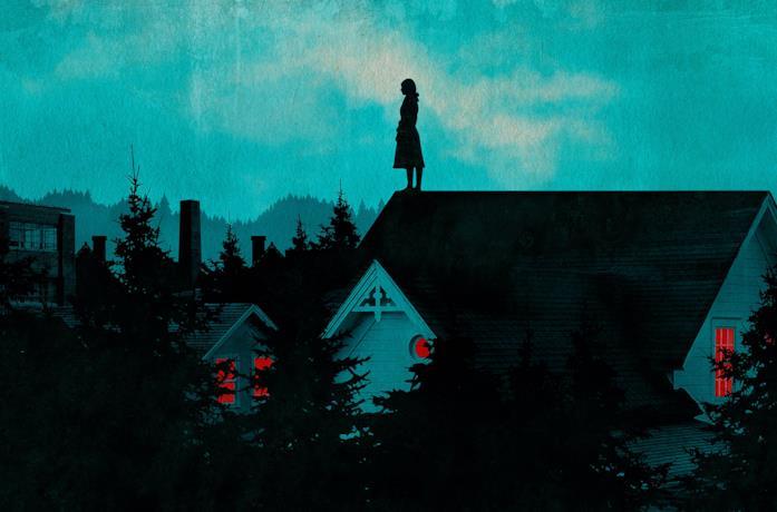 Una misteriosa figura si trova sopra il tetto di una casa di Castle Rock