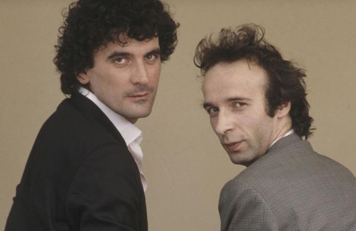 Roberto Benigni e Massimo Troisi guardano il pubblico