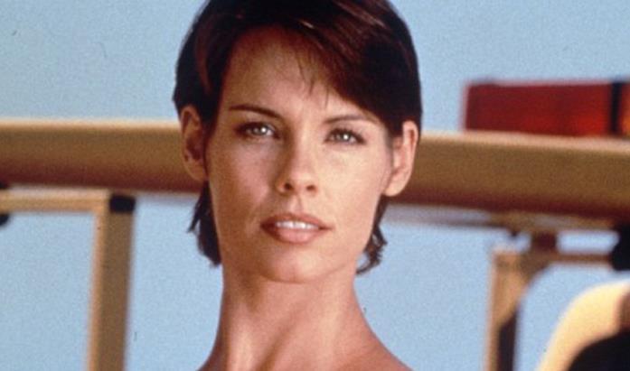 Stephanie Holden, guardiaspiagge in Baywatch