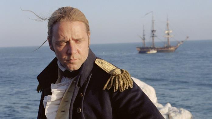 Russell Crowe nel film Master & Commander - Sfida ai confini del mare