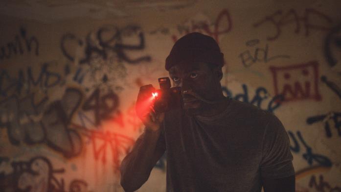 Yahya Abdul-Mateen II in una scena del film Candyman