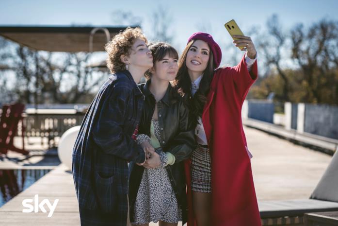 Un selfie dei giovani protagonisti di Genitori vs Influencer