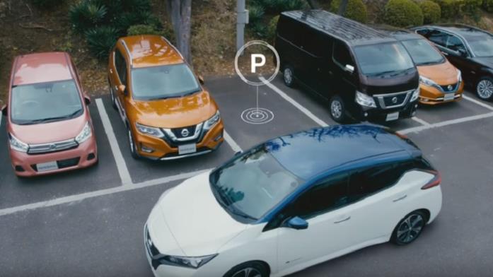 Il ProPILOT Park attivato sull'auto Nissan Leaf