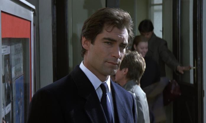 Timothy Dalton in una scena di 007 - Zona pericolo