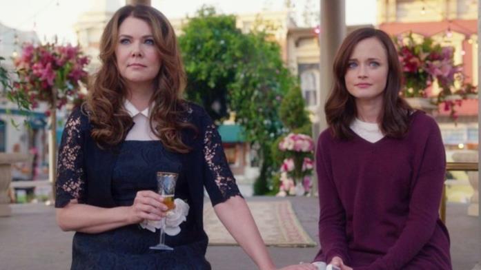 Una scena con Lorelai e Rory nel revival di Una mamma per amica su Netflix