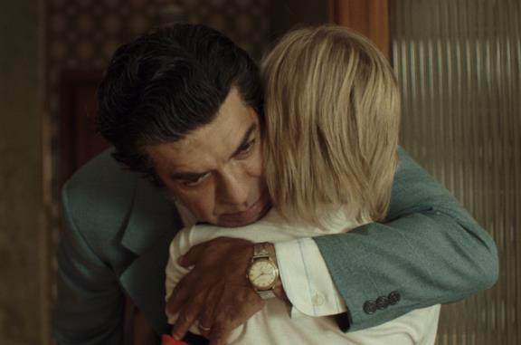 Alfonso abbraccia Valerio