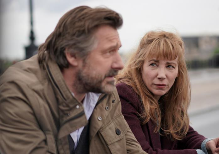 Bernard Yerlès e Julie Depardieu in una scena della serie Alexandra