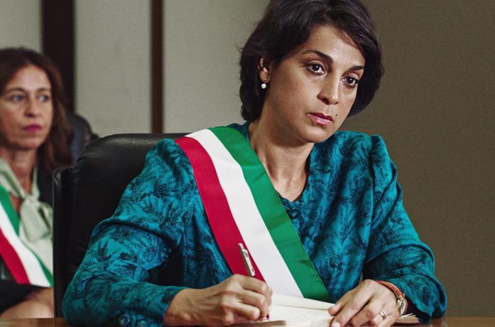 Un primo piano di Donatella Finocchiaro nella fiction Io, una giudice popolare al Maxiprocesso