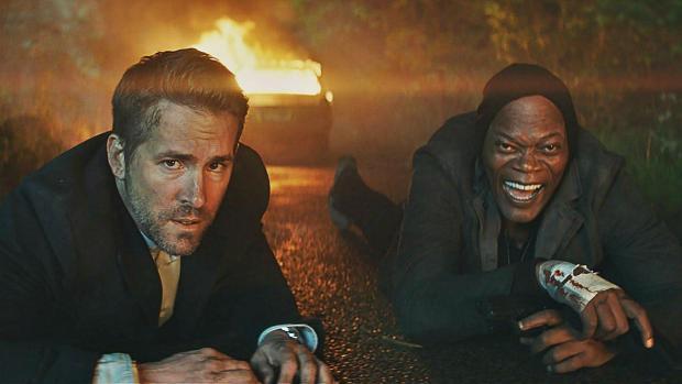 Gli attori di The Hitman's Bodyguard in una scena del film