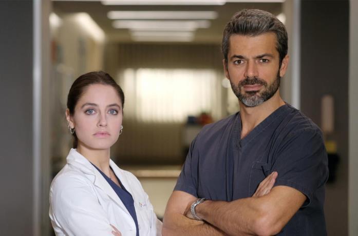 Matilde Gioli e Luca Argentero in una scena di Doc - Nelle tue mani
