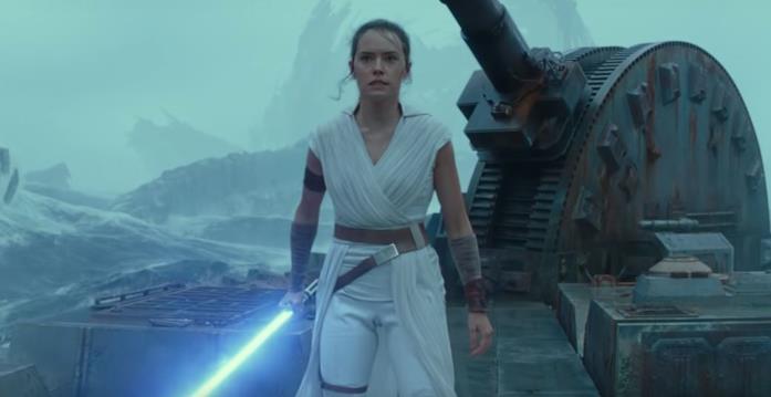 Un'immagine di Rey con la spada laser in mano