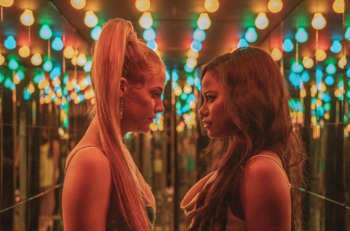 Riley Keough e Taylour Paige in una scena del film Zola