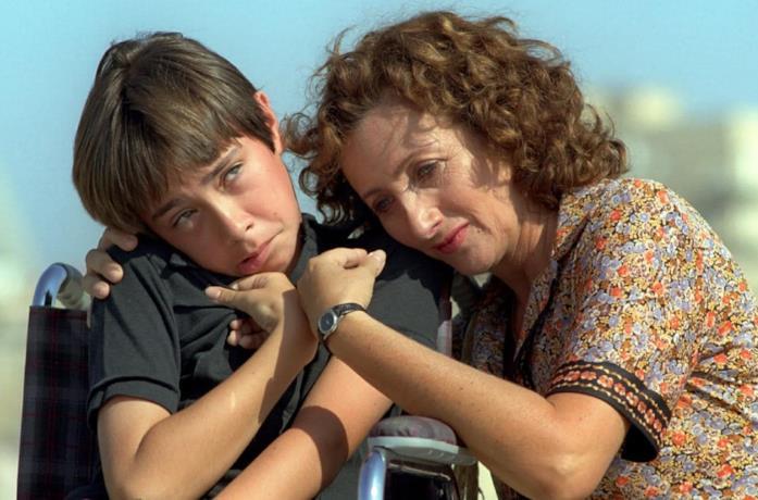 Alessandro Morace e Lunetta Savino in una scena del film TV Il figlio della luna