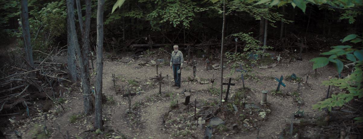 Jud Crandall in un sentiero pieno di tombe