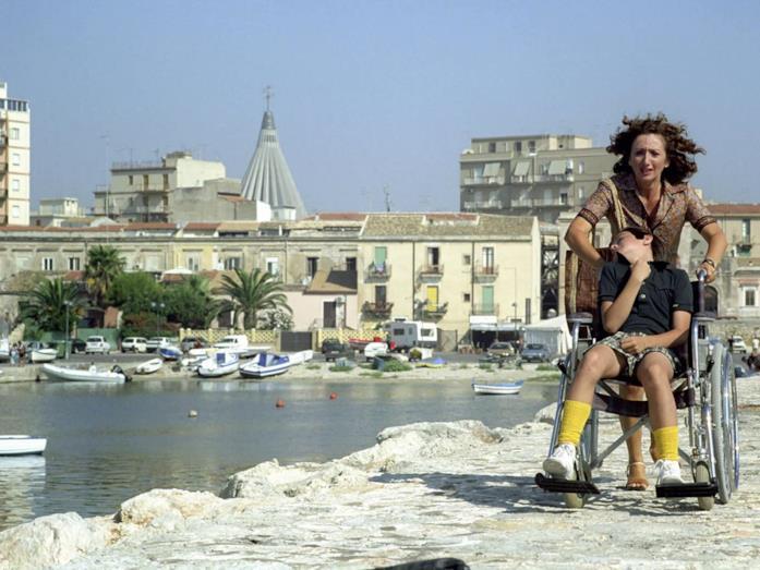 Lunetta Savino e Alessandro Morace in una scena del film TV Il figlio della luna