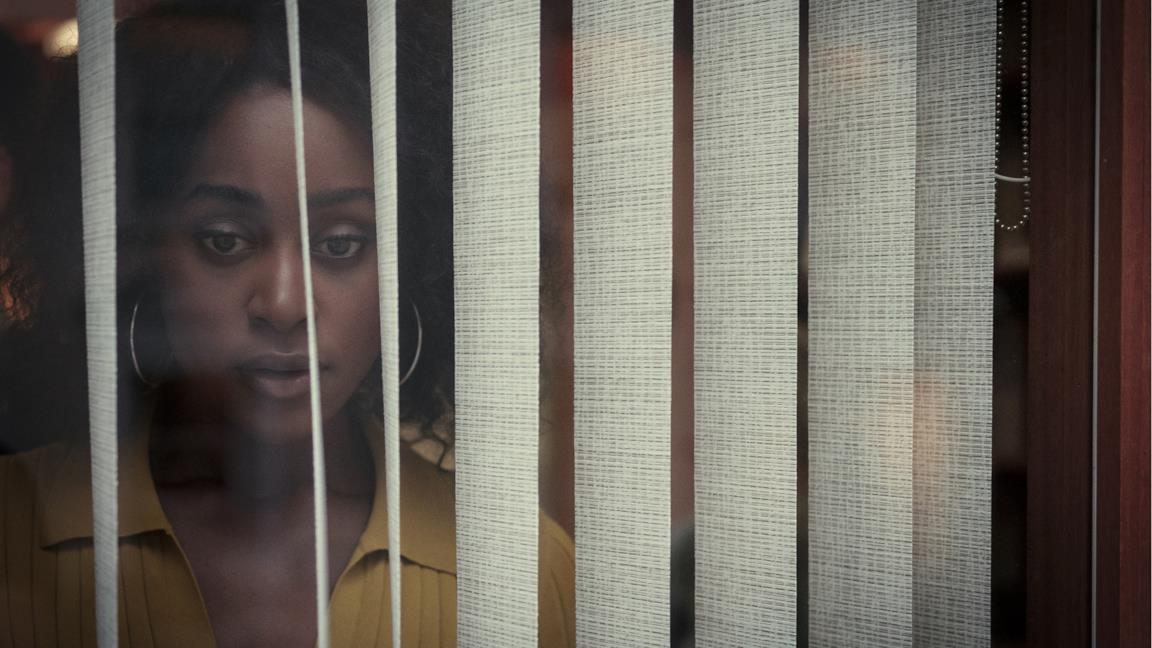 Dietro i suoi occhi: cosa sappiamo della miniserie Netflix, basata sul romanzo thriller di Sarah Pinborough