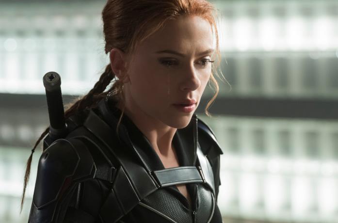 Natasha Romanoff piange