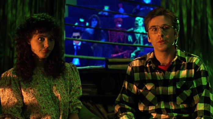 I fantasmi osservano Adam e Barbara