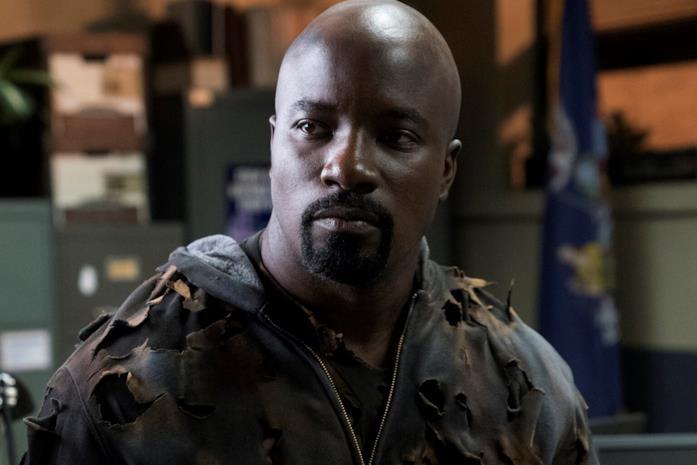 Mike Colter nella serie Marvel's Luke Cage