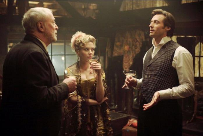 Scarlett Johansson, Michael Caine e Hugh Jackman in The Prestige