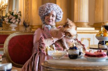 Golda Rosheuvel nel ruolo della Regina Charlotte
