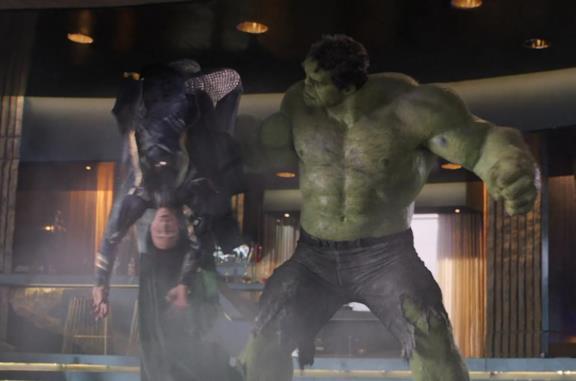 'Un dio gracile': dietro le quinte e curiosità della scena in cui Hulk picchia Loki