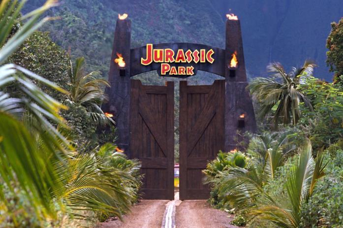 Il cancello d'entrata del bioparco di Isla Nublar