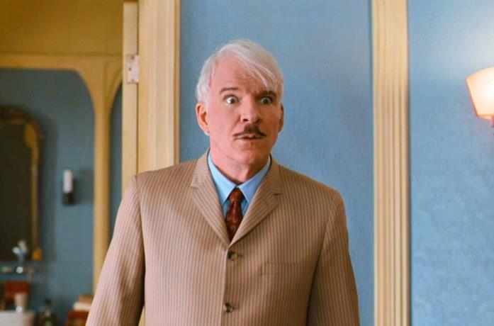 Steve Martin in una scena del film La pantera rosa 2