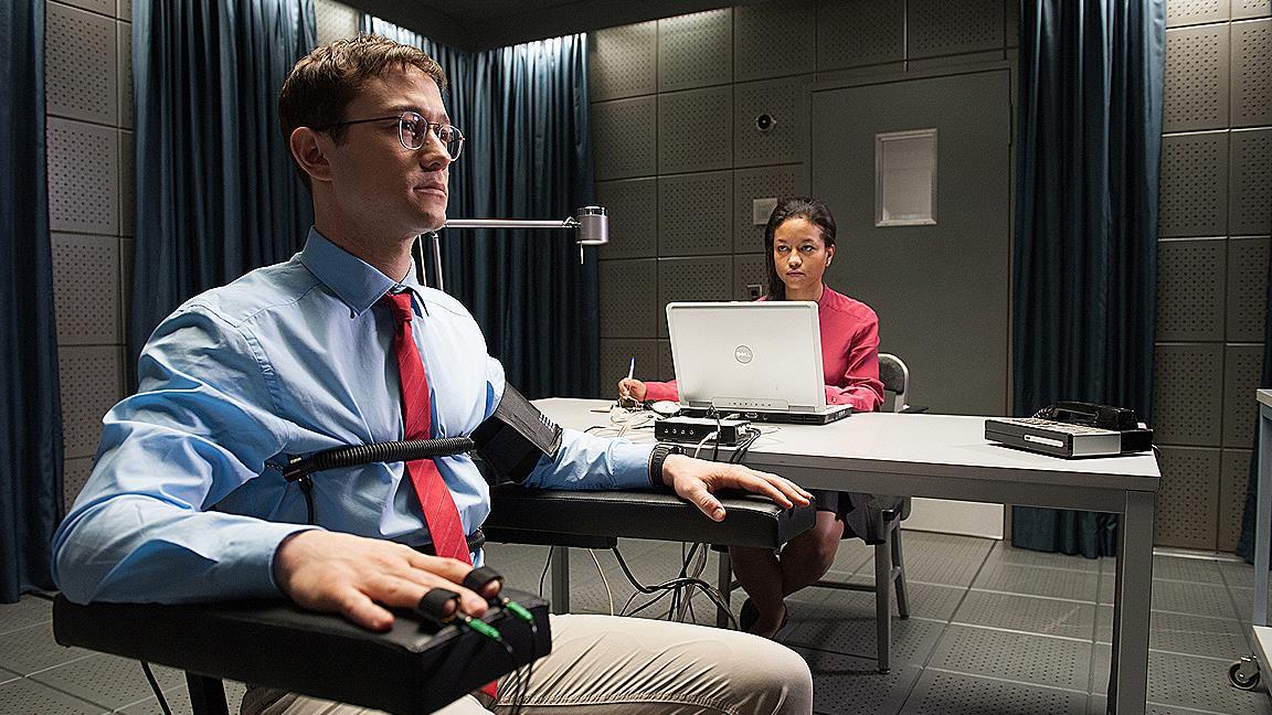 Edward Snowden, interpretato da Joseph Gordon-Levitt