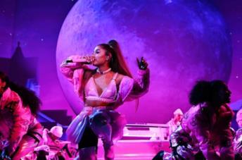 Una scena del concerto di Excuse me, i love you di Ariana Grande per Netflix