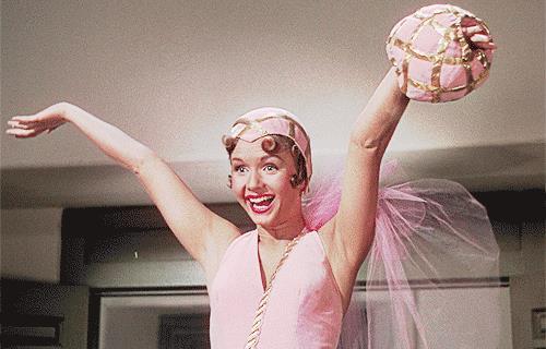Debbie Reynolds in un'iconica immagine di Singin' in The Rain