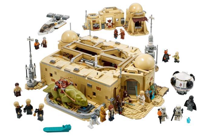 Un'immagine della Taverna Mos Eisley in chiave LEGO