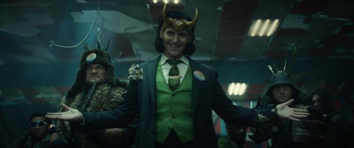 President Loki insieme ai suoi supporter