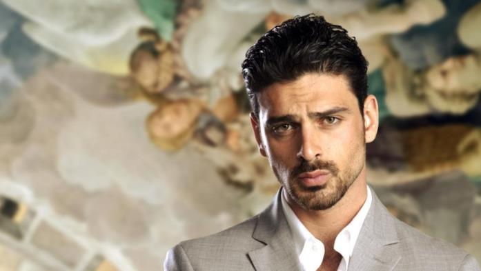 Michele Morrone interpreta Claudio Cavalleri nella serie Il processo