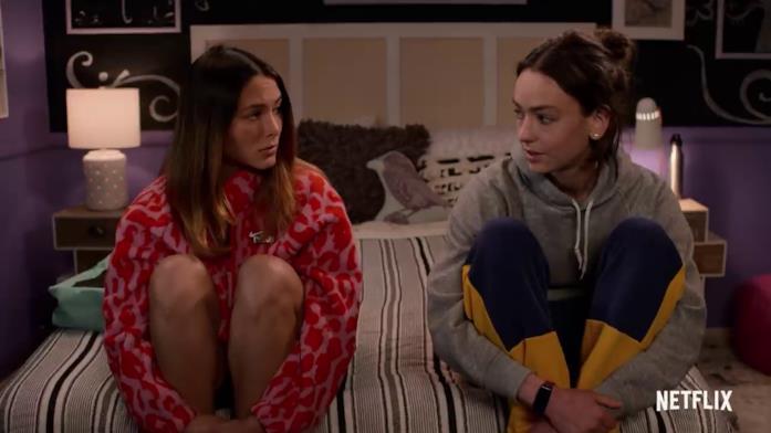 Izzie e Casey, interpretate rispettivamente da  Fivel Stewart e Brigette Lundy-Paine