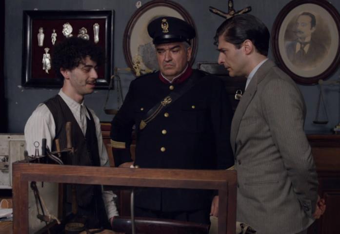 Da sinistra: Sergio, Maione e Ricciardi nel Il commissario Ricciardi