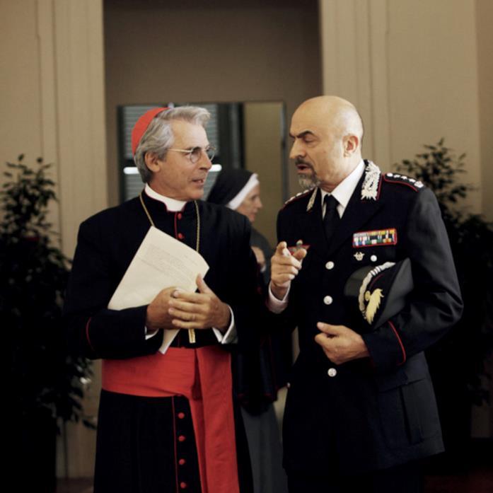 Il cardinal Rosselli in una scena di Che bella giornata