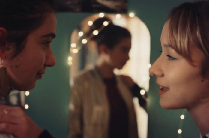 Meg e Olimpia in una scena di Succede