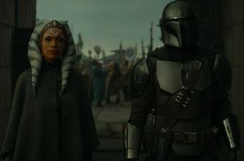 Un'immagine di Rosario Dawson e Pedro Pascal in The Mandalorian