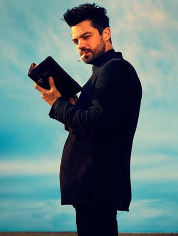 Jesse legge la Bibbia nella serie TV Preacher